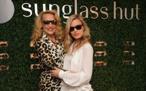 Manekenė Georgia May Jagger (k.) su mama Jerry Hall